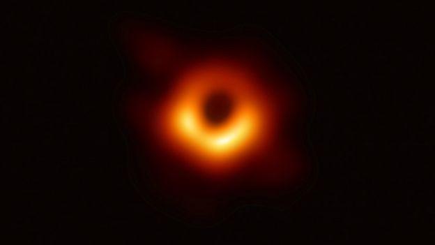 زنی که سیاه چاله را به تصویر کشید 4