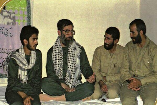 تصویر سردار قاآنی فرمانده جدید سپاه قدس در کنار رهبر انقلاب