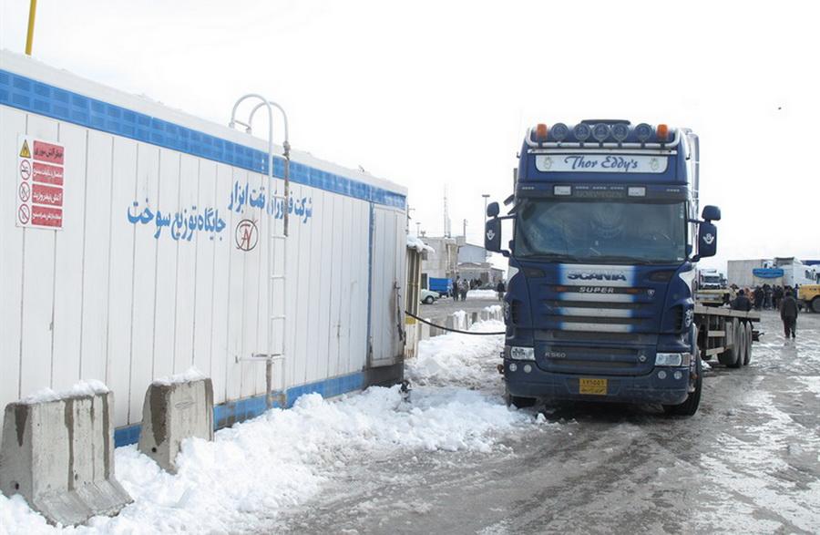 بازرسی روزانه بیش از 500 دستگاه خودروی سبک و سنگین در مرز تمرچین پیرانشهر