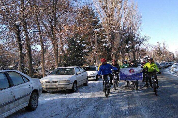 هوای سرد زمستانی و دمای زیر صفردرجه در مهاباد ،مانع همایش دوچرخه سواری نشد