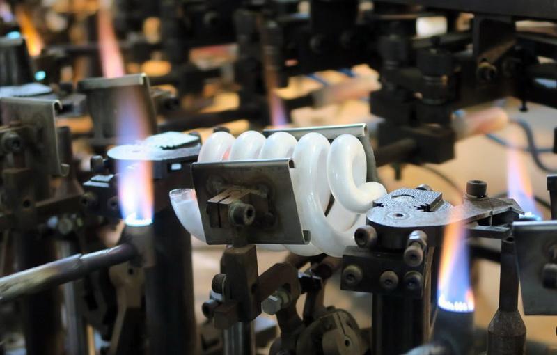 افتتاح فاز اول واحد تولید لامپ های کم مصرف در بانه