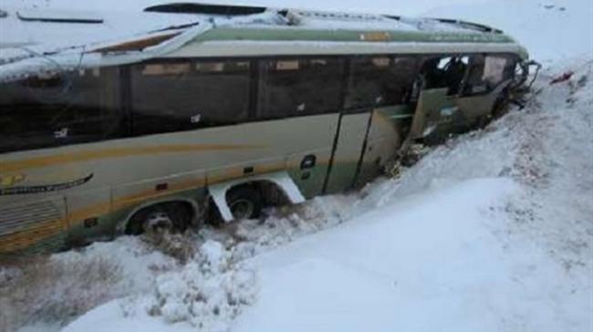 مصدوم شدن شش نفر سرنشین در واژگونی اتوبوس در محور پیرانشهر