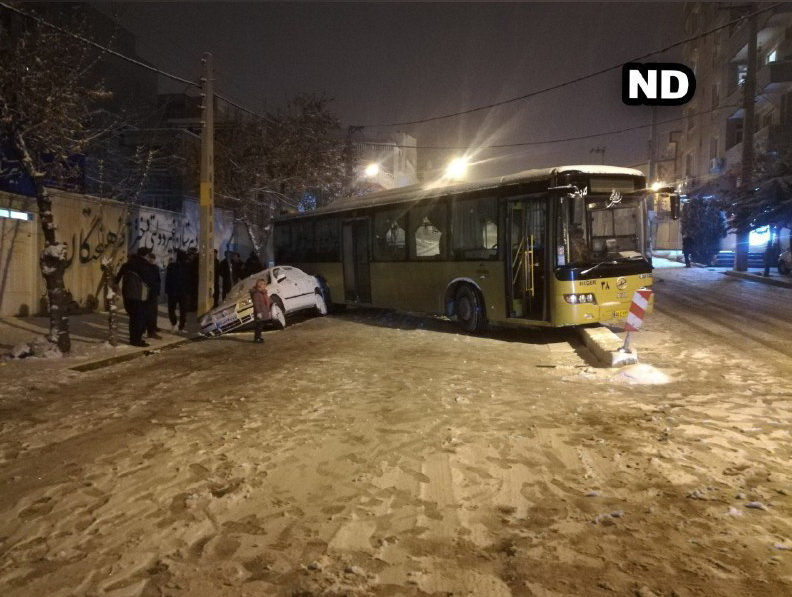 برخورد اتوبوس با سمند در مهاباد