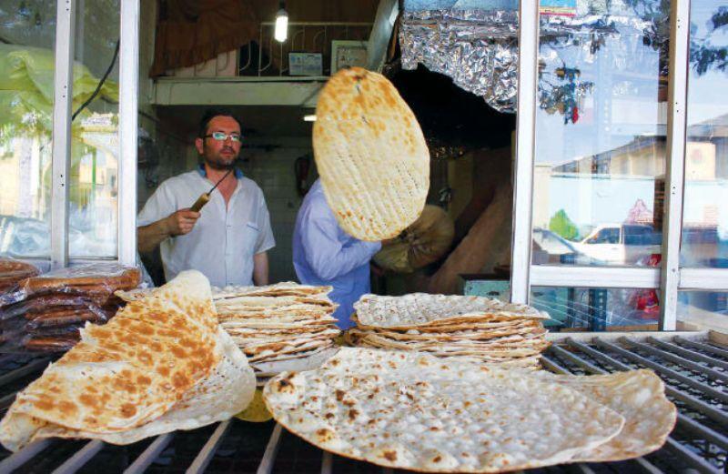 توزیع محلول ضد عفونی کننده به نانوایی های مهاباد