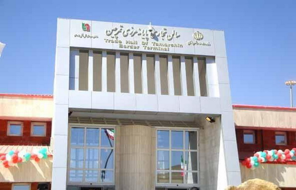 """تجهیز کادر ادارای مستقر در گمرک """" تمرچین پیرانشهر """" به وسایل محافظتی در برابر کرونا"""