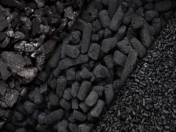 """خودروی باری حامل"""" زغال چوب"""" در مریوان با همکاری طبیعت دوستان توقیف شد"""