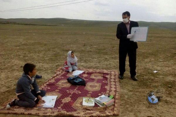 زیباترین عکس کرونایی روز: این معلم و این دو کودک