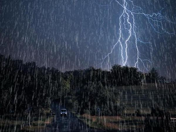 ٤ کوژراو و ٣ بریندار بە هۆی باران و هەورە برووسکە لە ئێران لە ٤٨ کاتژمێری ڕابردوو