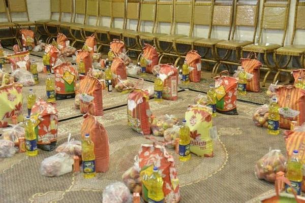 بسته های معیشتی به ارزش 2میلیارد ریال در مهاباد بین نیازمندان توزیع شد