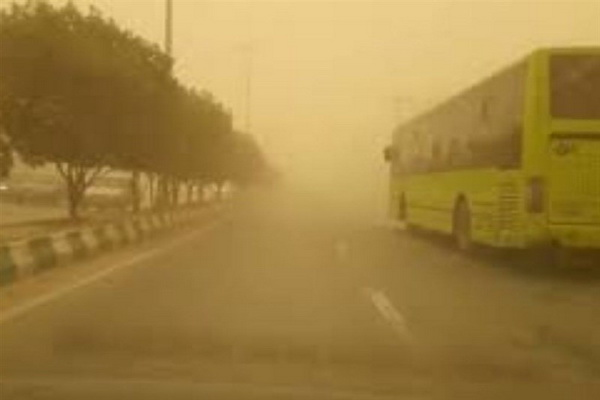 بر اثر وقوع پدیده گرد و غبار آسمان شهر سردشت در وضعیت ناسالم قرار گرفت