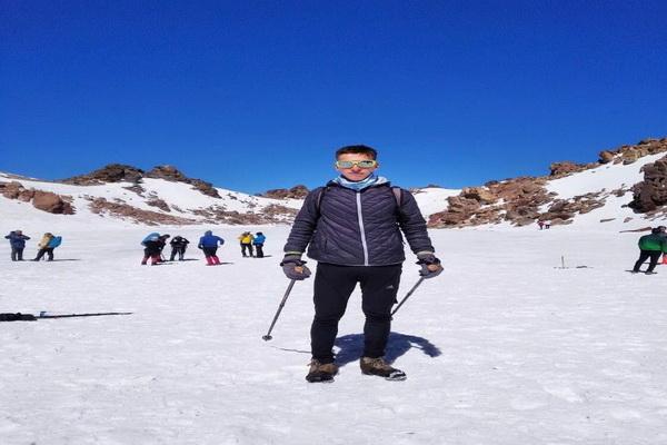 صعود کوهنورد جوان مهابادی به قله سبلان