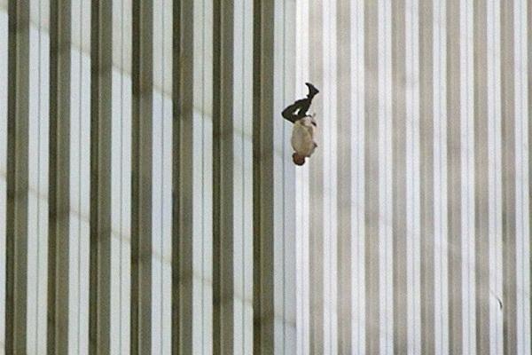 پریدن مردی از برج تجارت جهانی در حملات 11 سپتامبر
