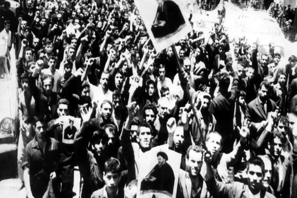 چرا مردم ورامین کفنپوش قیام ۱۵ خرداد را رقم زدند؟