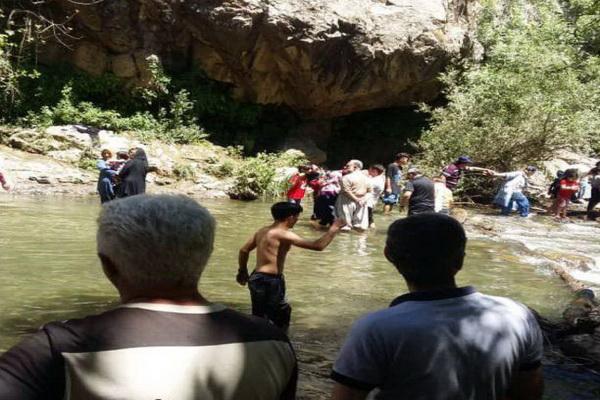 نجات کودک ۱۰ساله در آبشار شلماش سردشت