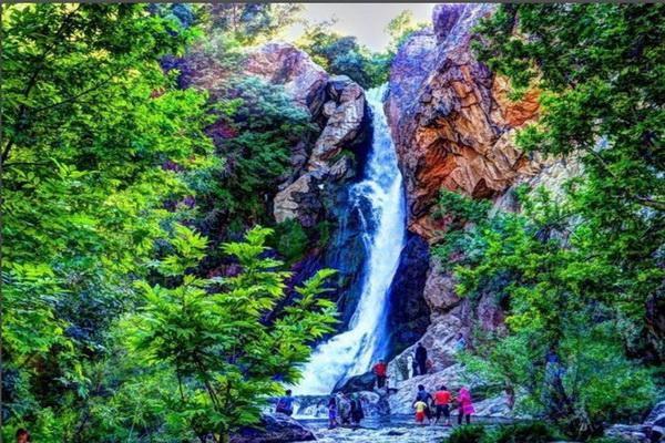 نجات یک گردشگر از مرگ حتمی در آبشار شلماش