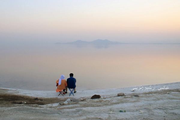 دو زوج گرفتار در دریاچه ارومیه نجات یافتند