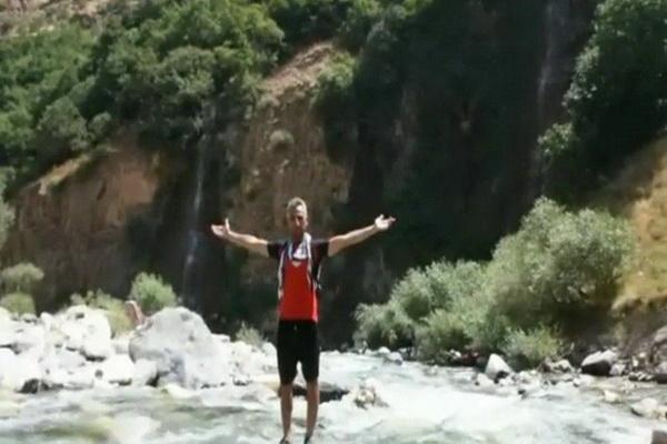 """شکست رکورد رفتن به آبشار """"لوسه پیرانشهر"""" توسط کوهنورد پیرانشهری"""