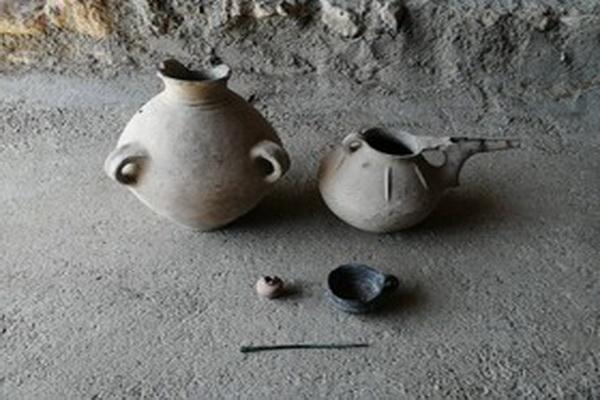 ظروف سفالی دوره عصر آهن به موزه مردمشناسی مهاباد انتقال یافت