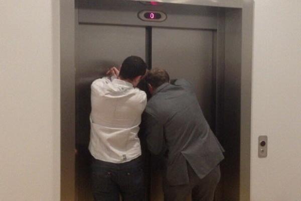 وقتی آسانسور گیر می کند ،چه کار کنیم ؟