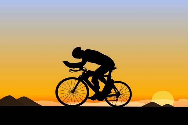 رکاب زنی دوچرخه سوار سقزی در حمایت از بیماران سرطانی