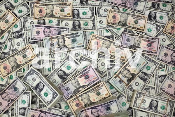 ۵ هزار اسکناس ۱۰۰ دلاری جعلی در بوکان کشف شد