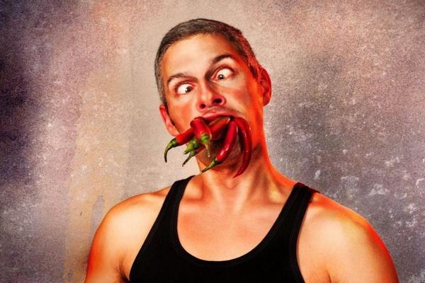 وقتی غذای تند میخوریم دقیقاً بدن ما چه واکنش های از خود نشان می دهد؟