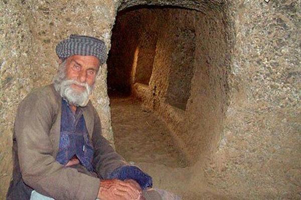 غار حسین کوه کن از عجایب کرمانشاه 1