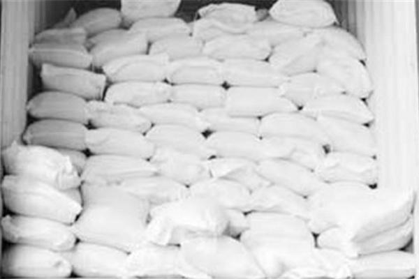 ۱۵ تن آرد خارج از شبکه در مهاباد کشف و ضبط شد 5