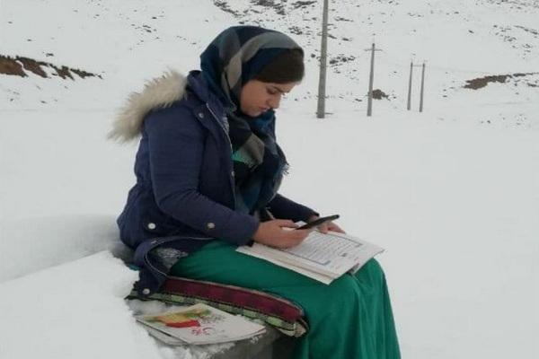 برف،بوران و سرما مانع تدریس خانم معلم فداکار و وظیفه شناس اشنویه ای نیست 1