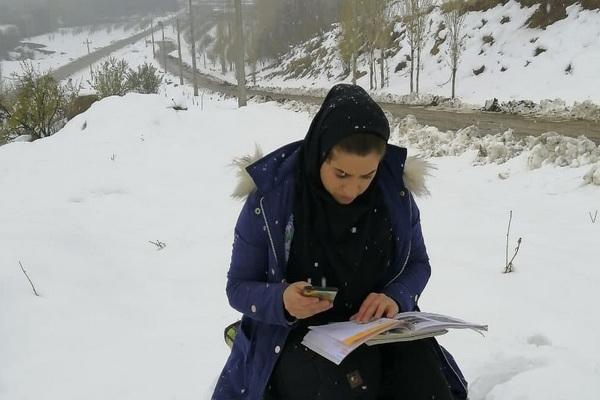 برف و بوران مانع تدریس خانم معلم فداکار اشنویه ای نیست