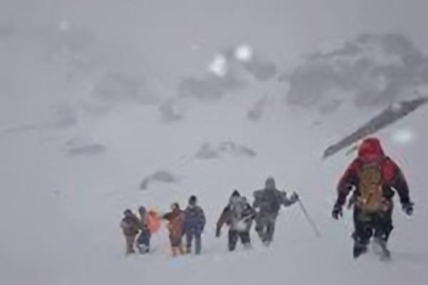 """7 نفر گرفتار از کولاک در ارتفاعات """"پردانان""""بین سردشت - پیرانشهر نجات یافتند"""