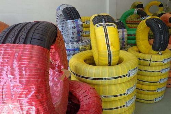 کشف بیش از 90 حلقه لاستیک خارجی قاچاق در مهاباد