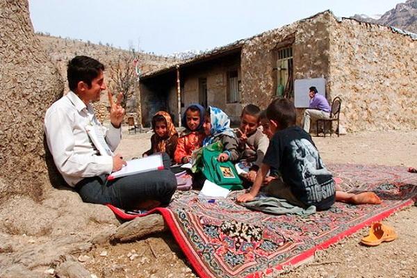 حدود پنجاه و پنج درصد جمعیت عشایری آذربایجانغربی باسواد هستند