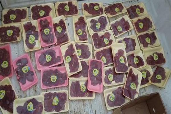 بیش از 400کیلو گرم گوشت و آلایش مرغ فاسد در شاهیندژ ضبط شد