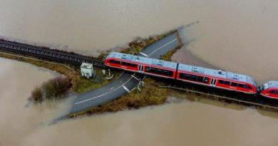 وقتی قطار دل آب را میشکافد