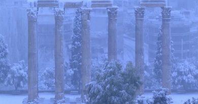 جامه سفید بر تن آثار باستانی آتن 2