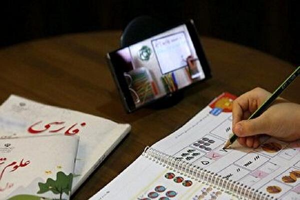 بیش از 150 دستگاه تبلت و گوشی به دانش آموزان نیازمند در بانه اهداء شد