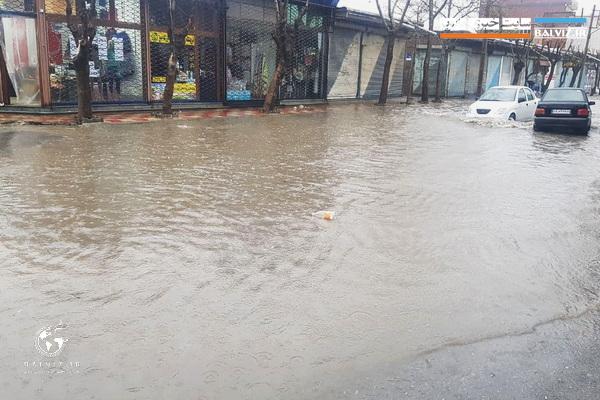 فیلم / طغیان رودخانه ها و جاری شدن آب در سطح معابر شهرهای جنوب استان بر اثر بارش