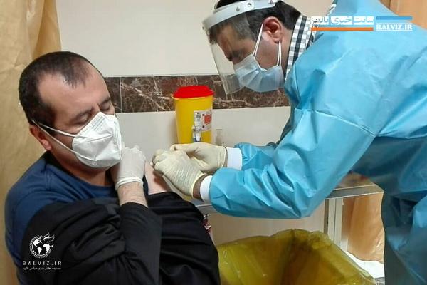 تزریق واکسن کرونا به کارکنان شبکه بهداشت و درمان مهاباد آغاز شد