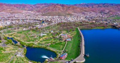رها سازی آب سد مهاباد به سمت دریاچه ارومیه