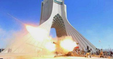 مراسم شلیک توپ در میدان آزادی تهران در لحظه تحویل سال۱۴۰۰