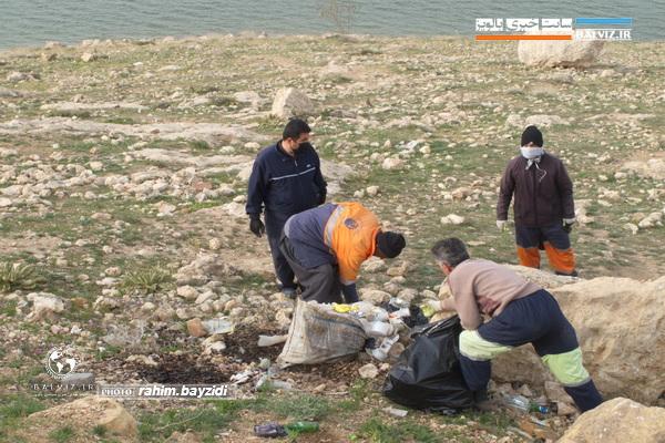 حاشیه دریاچه سد مهاباد از زباله پاکسازی شد