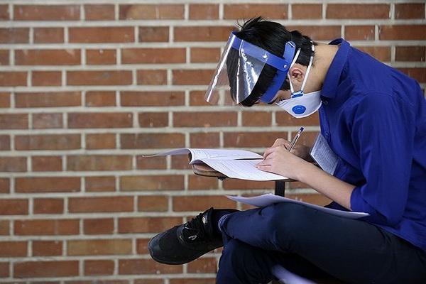 امتحانات دانش آموزان مهابادی با رعایت پروتکل های بهداشتی درحال برگزاری است