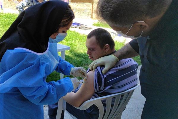 52 معلول کم توان ذهنی در مهاباد واکسینه شدند