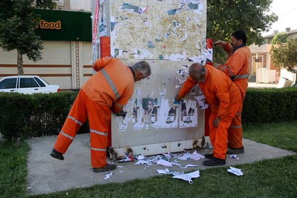پاکسازی آثار تبلیغات کاندیداها در مهاباد